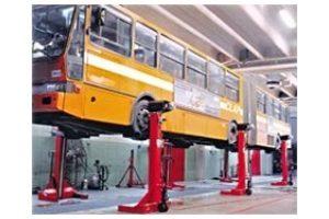 Mobilus elektromechaninis keltuvas sunkvežimiams